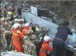 阿坝州一大巴翻入山沟致15死6伤