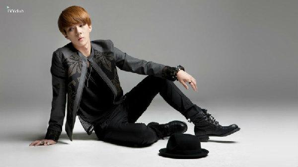 EXO K拍摄Ivy Club秋冬校服花絮 吴世勋金钟仁PK凹造型 EXO K变身图片