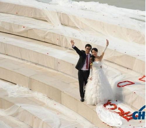 新娘520米婚纱_...的肚子竟能藏住520米婚纱与新娘