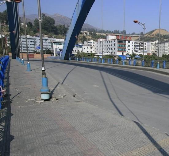 金沙江大桥坍塌_图四川金沙江大桥桥面坍塌十万人出行受影响