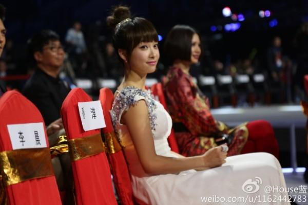 高清组图:2012国剧盛典杨幂戚薇姐妹情深 林志