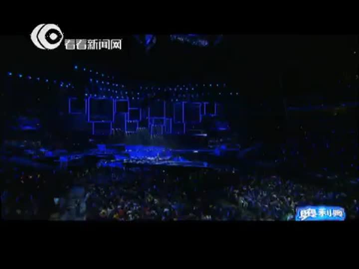 视频:东方卫视跨年盛典 费玉清演绎陈奕迅