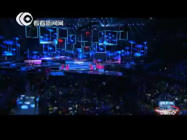 视频:东方卫视跨年盛典 凤凰传奇神曲《荷