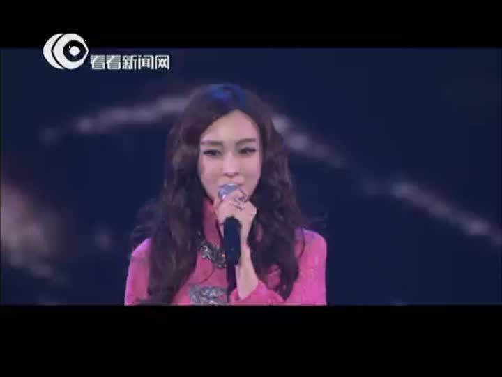视频:东方卫视跨年盛典  范范范玮琪化身