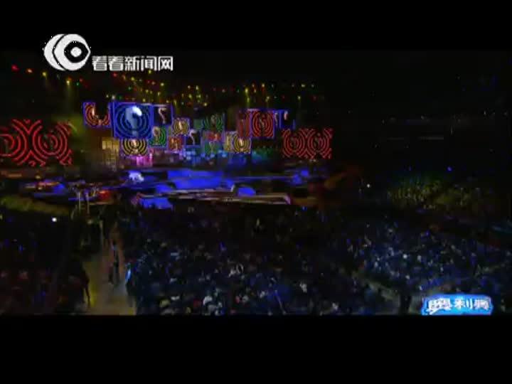 视频:东方卫视跨年盛典 全世界最悲伤的男
