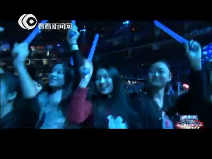 视频:东方卫视跨年盛典 凤凰传奇神曲组合