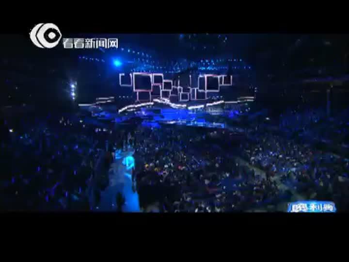 视频:东方卫视跨年盛典  杨宗纬孙伯伦联