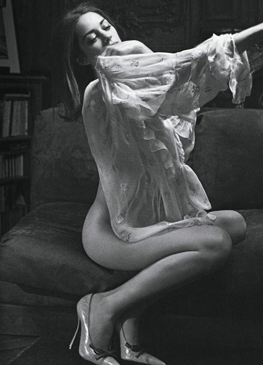 世界最美脸蛋亚军 法兰西玫瑰玛丽昂歌迪亚全裸丝巾写真PK奥斯卡影后名媛礼服秀