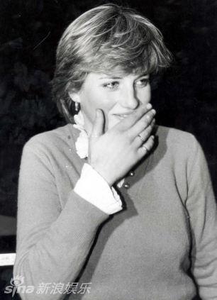 戴安娜年轻时的照片-戴安娜王妃婚前与神秘男亲密照曝光