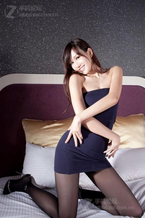 【组图】中国第一腿模sara又出性感黑丝袜写真