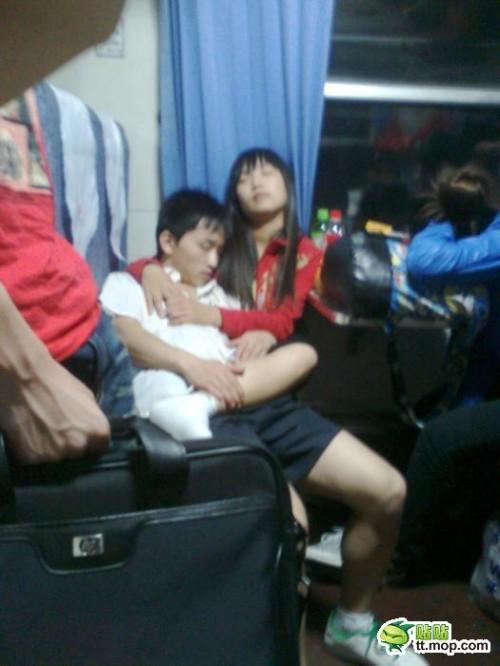 【组图】盘点春运火车上的各种销魂囧态睡姿