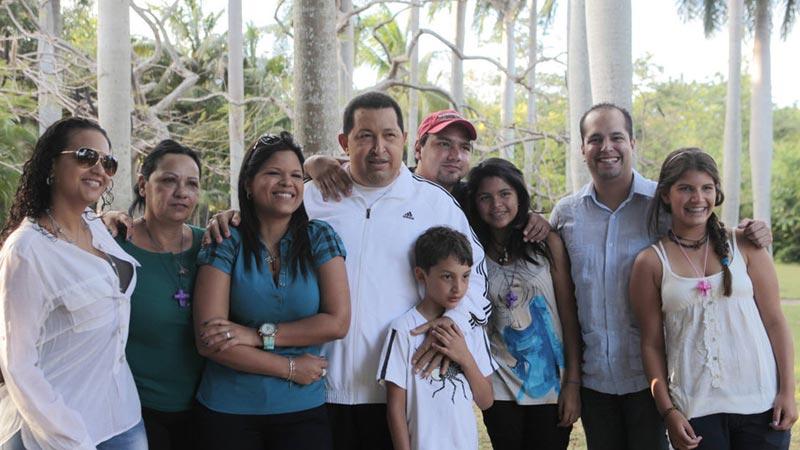 2012年3月12日,古巴哈瓦那,查韦斯和他的家人。