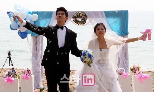 结婚了 世界版拍摄现场甜蜜泛滥 拥抱交杯亲密无间