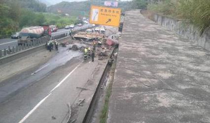 高速公路车祸美女图片,漳龙高速车祸图片,高速车祸美女死人高清图片