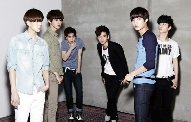 组图 EXO穿校服回归首张专辑 XOXO 即将发布 EXO KEXO M合体中