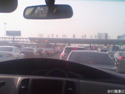 京沪高速 法拉利与集卡车相撞起火 法拉利车上一人死亡高清图片