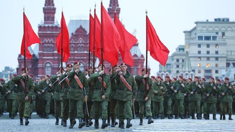 莫斯科红场阅兵式彩排——共有1.1万名军人和101架现代武器装备参加彩排