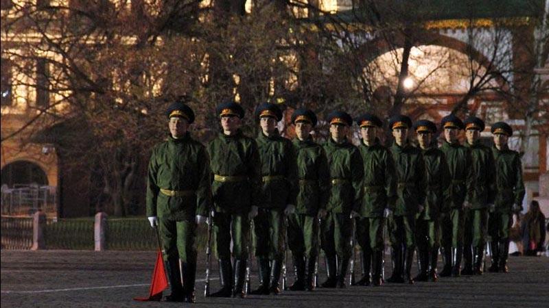 莫斯科红场阅兵式彩排——参阅标兵准备就位