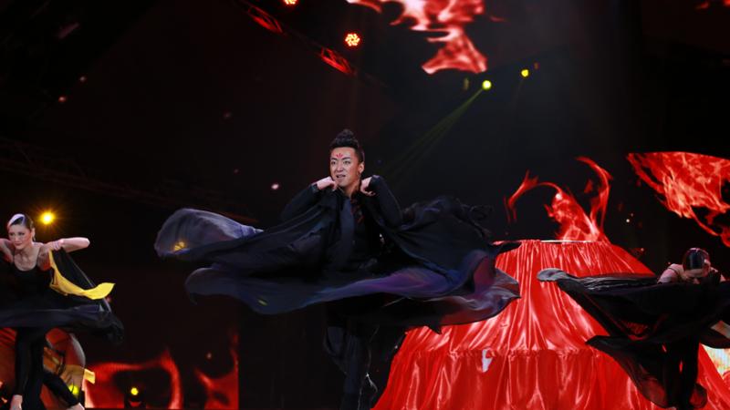 舞林争霸总决选:沙嘎俊楠 民族民间舞《花儿》