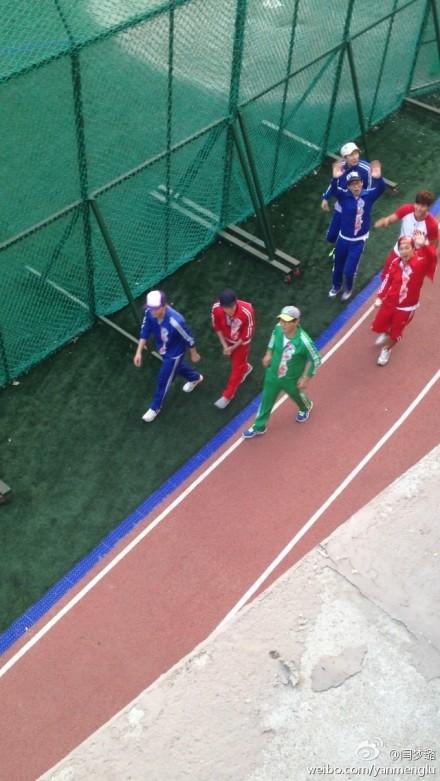 ... 玹雨拍摄running man引发校园骚动 复古运动装赛场大PK