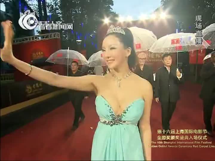 视频:上海电影节红毯 《战争女王》彭丹水