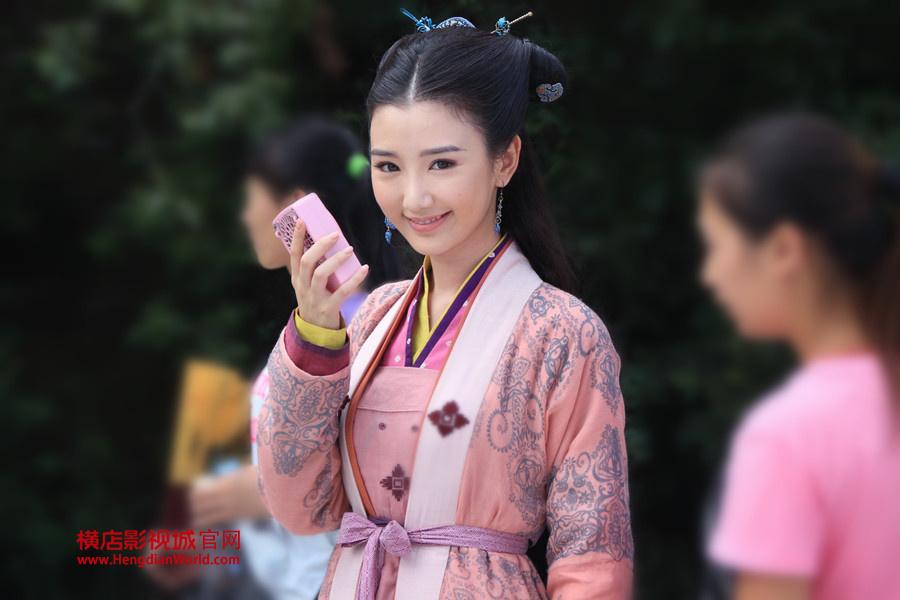 张馨予饰演的李莫愁和赵丽颖饰演的穆念慈获得