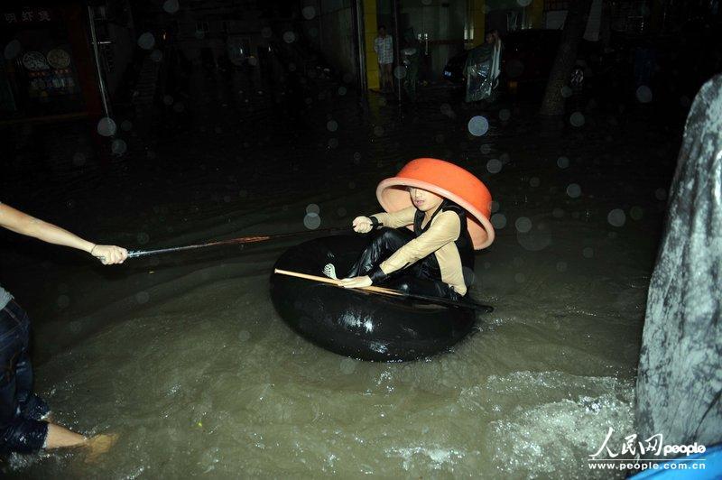 宁波余姚市遭受了百年一遇的降雨,70 以上城区受淹,主城区城高清图片