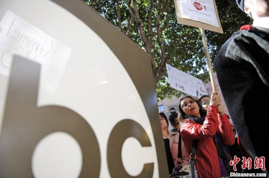 """数百华人美国抗议abc""""杀光中国人""""言论"""