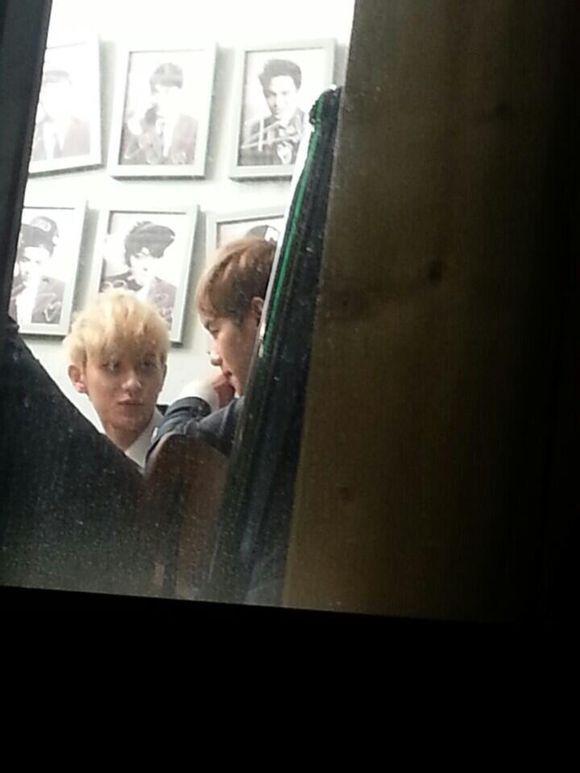 EXO拍摄剧情上演真实版狼与美女
