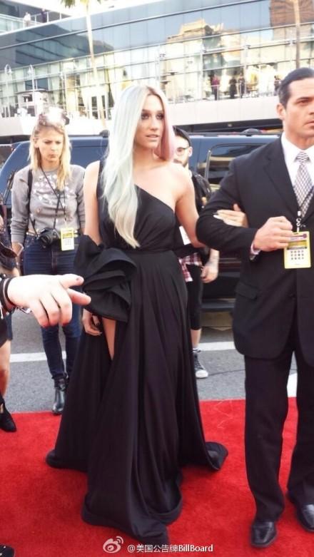 美国音乐大奖AMA颁奖礼红毯集锦 Lady Gaga嘎女神骑白马入场 Miley