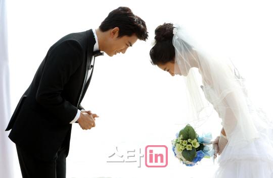 结婚了4 人气夫妇美艳画报大赏 初恋夫妇获EXO助阵吸血鬼画报惊艳
