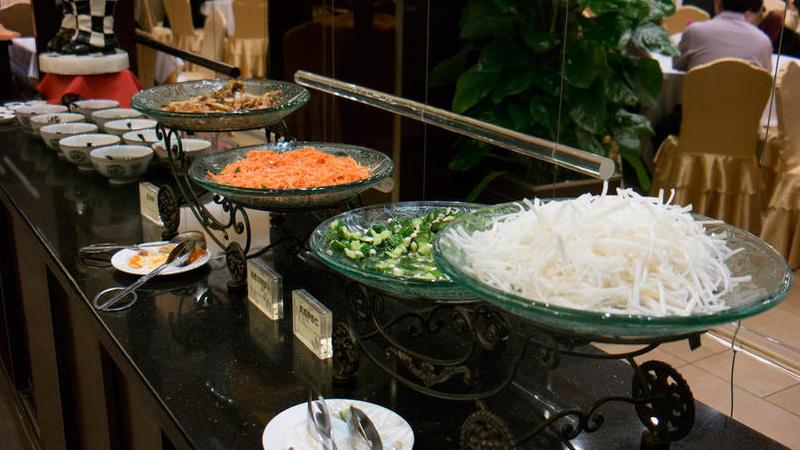 3月2日,北京,政协经济界和农业界委员驻地餐饮。