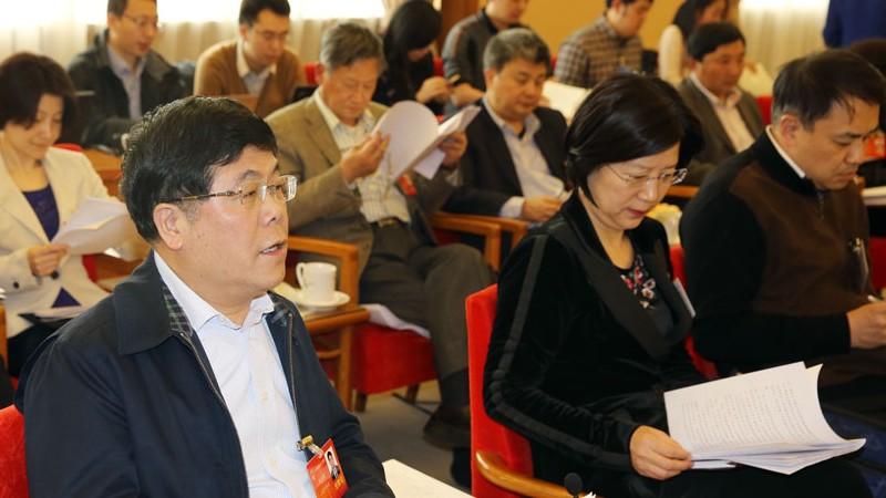 3月9日下午3点,十二届全国人大二次会议上海代表团将举行全体会议,审议全国人大常委会报告。刘卫国代表发言。