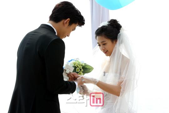 宋茜情何以堪 我们结婚了 人气夫妇画报扒皮 初恋夫妇获EXO助阵 维