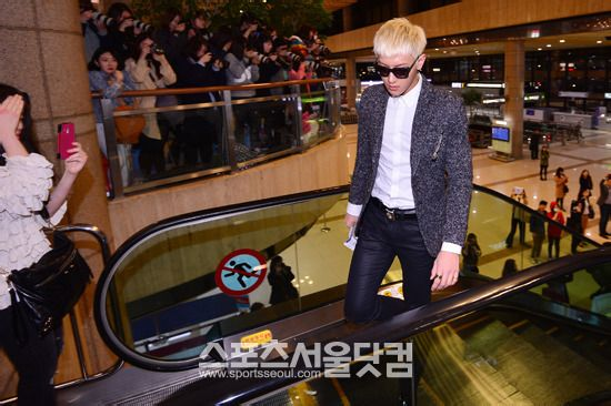 EXO再开真人秀节目引期待 赴日演唱会机场送机粉丝爆棚 吴亦凡被粉图片