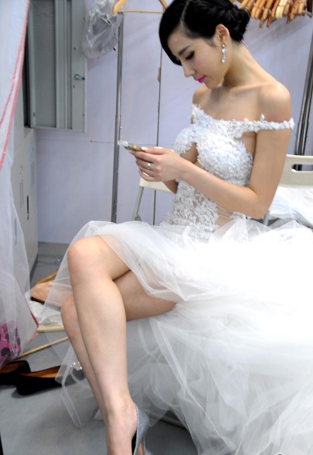 幕后组图:2014北京车展美女模特后台换衣服照