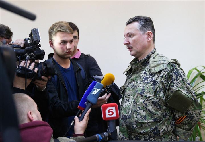 集 乌克兰3名特种部队军官被抓 惨遭蒙眼脱裤示众图片