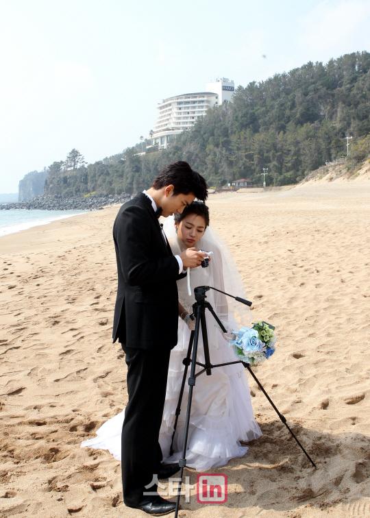 《我们结婚了》人气夫妇惊艳写真全整理:SJ金