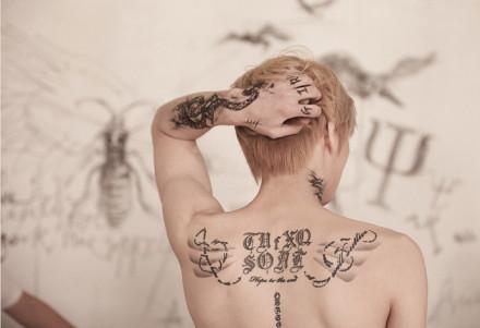 g-dragon权志龙龙俊亨张根硕纹身彰显个性