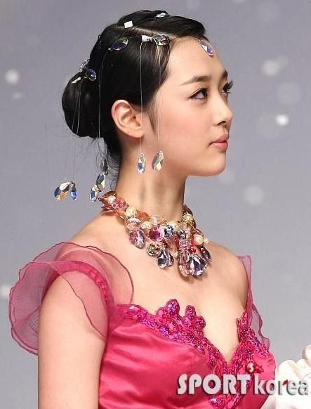 重新整队4人组KARA将于8月回归韩国乐坛 盘点韩国女子组合最美脸型