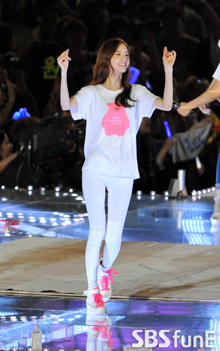 SMTOWN华丽谢幕SJ少女牵手exo狂欢大落幕两个女生时代图片