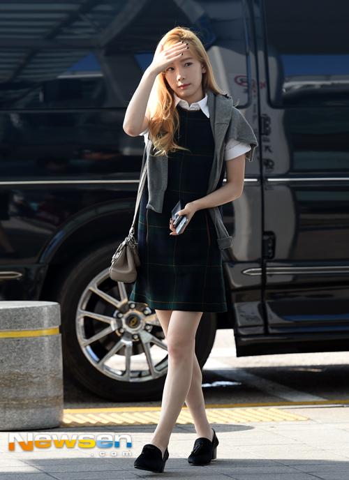 少女时代TTS泰蒂徐赴纽约参加时装周 机场提