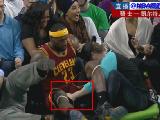 詹姆斯下体被拽 科比摸遍全联盟 NBA基情高