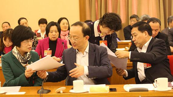 上海代表团议案集中会签