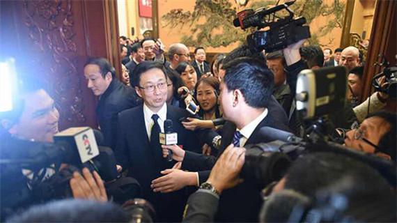 上海代表团全团开放审议