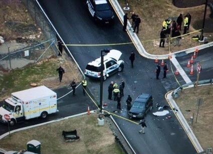 美国安全局总部被车撞