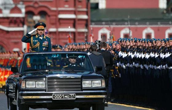 5月9日,俄罗斯纪念卫国战争胜利70周年阅兵式在莫斯科红场举行。红场阅兵正式开始,俄罗斯国防部长邵伊古检阅军队。