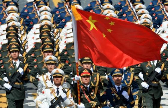5月9日,俄罗斯纪念卫国战争胜利70周年阅兵式在莫斯科红场举行。中国人民解放军三军仪仗队接受检阅。