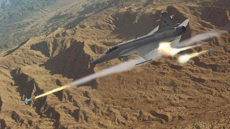 巴基斯坦网站发布一组制作精良的枭龙战机海报,展示了其多种作战用途。