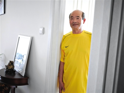 北京老人高空救人一命 拒收2000美元